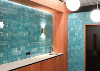 carreaux bleu salle de bain, majolique de paris, carreaux unis